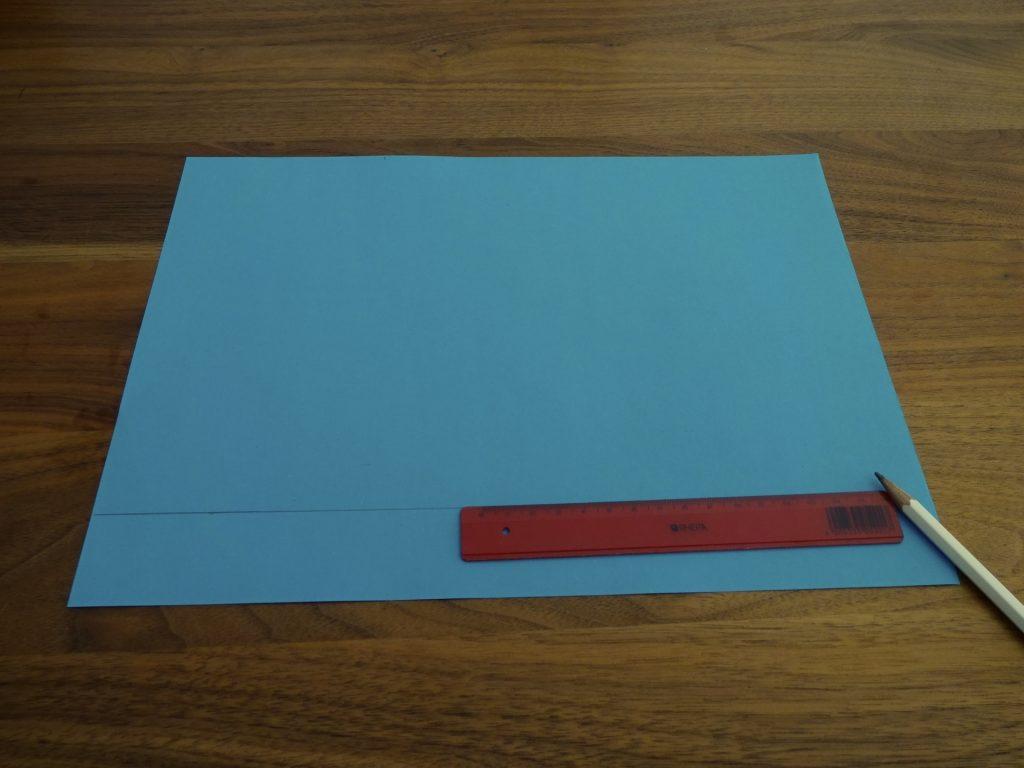 Dessiner le chablon pour le bord sur du papier kraft. (Photo: Athena Tsatsamba Welsch)